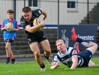 Aaron Tait on his way to scoring the third of Ayrshire Bulls' four tries against Heriot's. Image: Malcolm Mackenzie