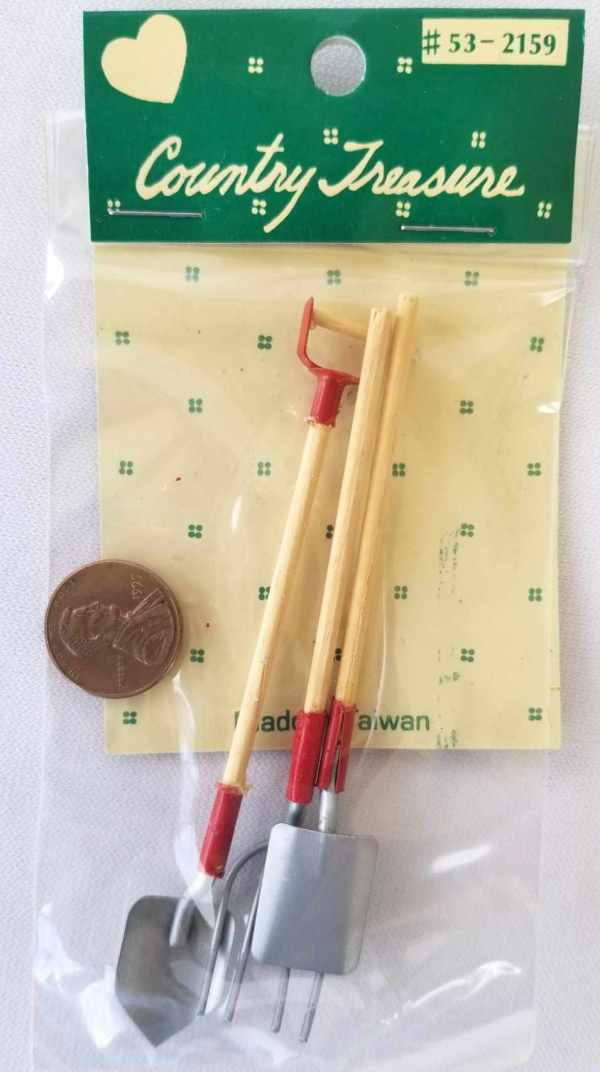 Gardening Tools Shovels Pitchfork Country Treasure Dollhouse Miniatures 1:12 Scale