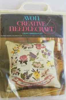 Avon Creative Needlecraft Crewel Embroidery Kit Thirteen Original Colonies Pillow Vintage 1974