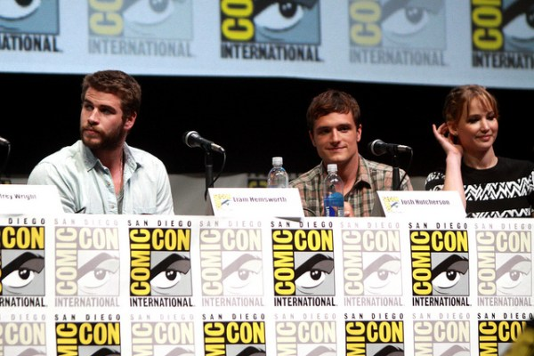 Liam Hemsworth, Josh Hutcherson & Jennifer Lawrence - © Gage Skidmore www.flickr.com/photos/gageskidmore/9355335791