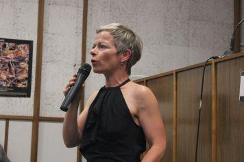 Mme Cécile Varin, journaliste - © Hervé Cazcarra