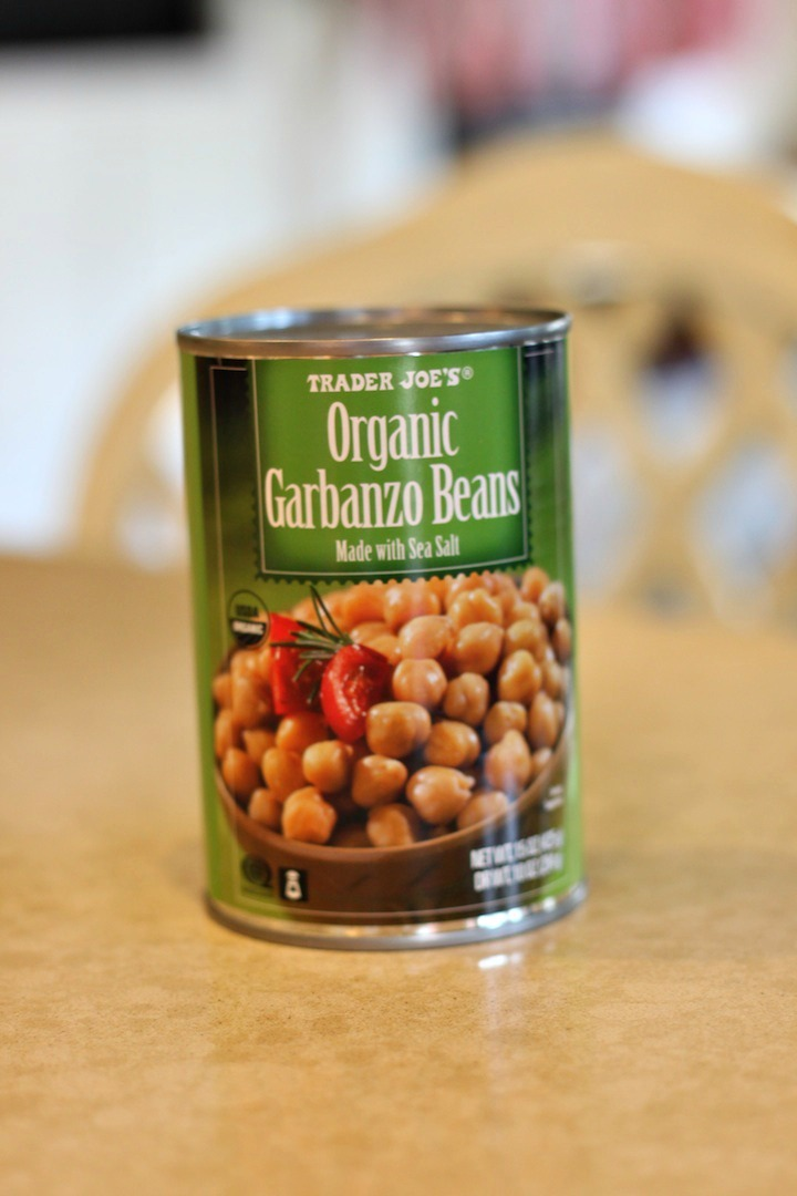A can of organic garbanzo beans sitting on a counter