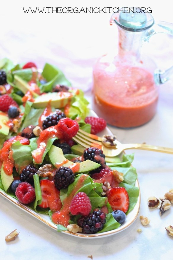 Mixed Berry Salad with Strawberry Vinaigrette (Paleo-Whole30) #berrysalad #paleosalad #whole30salad #strawberryvinaigrette #glutenfree