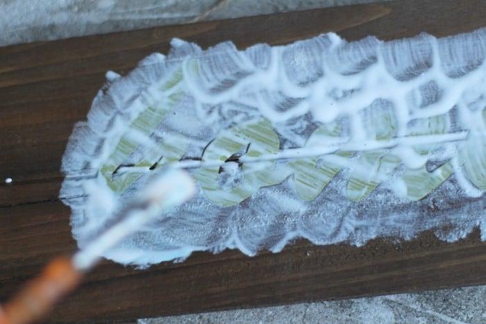Glitter Plank Board Sign Tutorial - Mod Podge