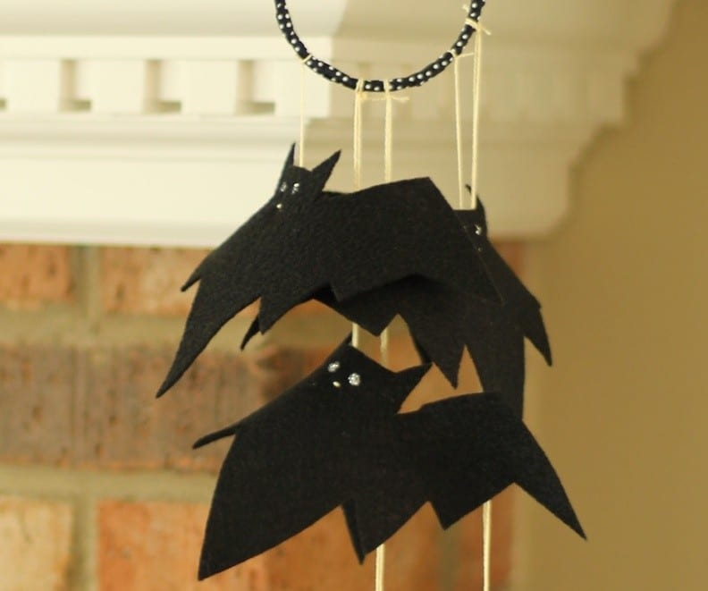 "Halloween Craft Tutorial: The Bat ""Mobile"""