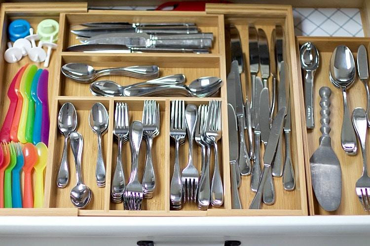 organize kitchen utensil drawer