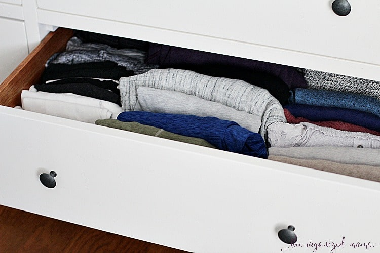 A professional organizer shares tips for ways you can DIY closet organizer so you can utilize space, and keep your clothing organized! #closets #organized