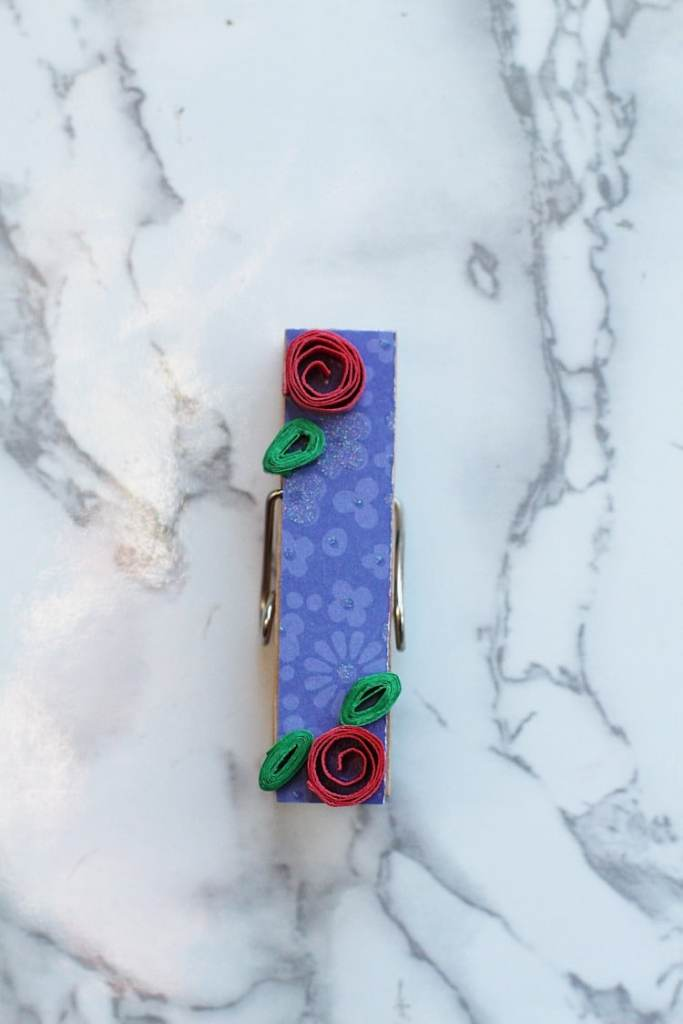 clothespin decorated with paper flowers DIY picture holder