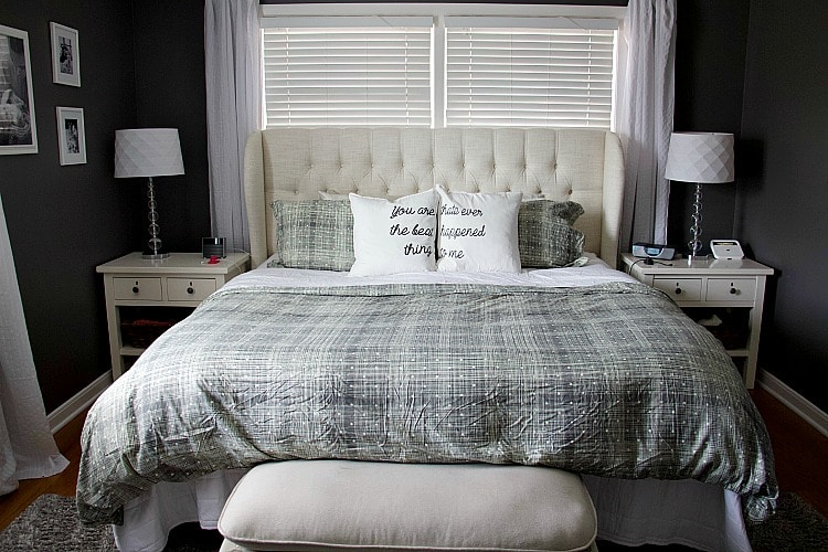 Effective Ways For Minimalist Living In A Master Bedroom