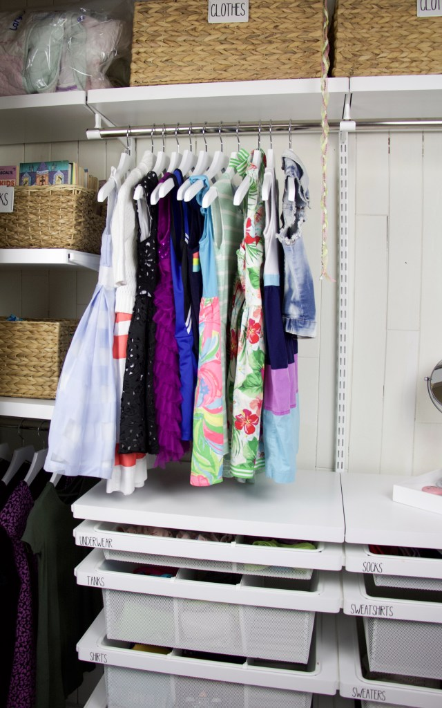 closet with hangers