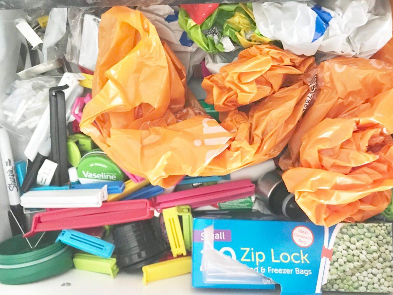 Declutter motivation,How to declutter the junk drawer. Junk drawer organizer