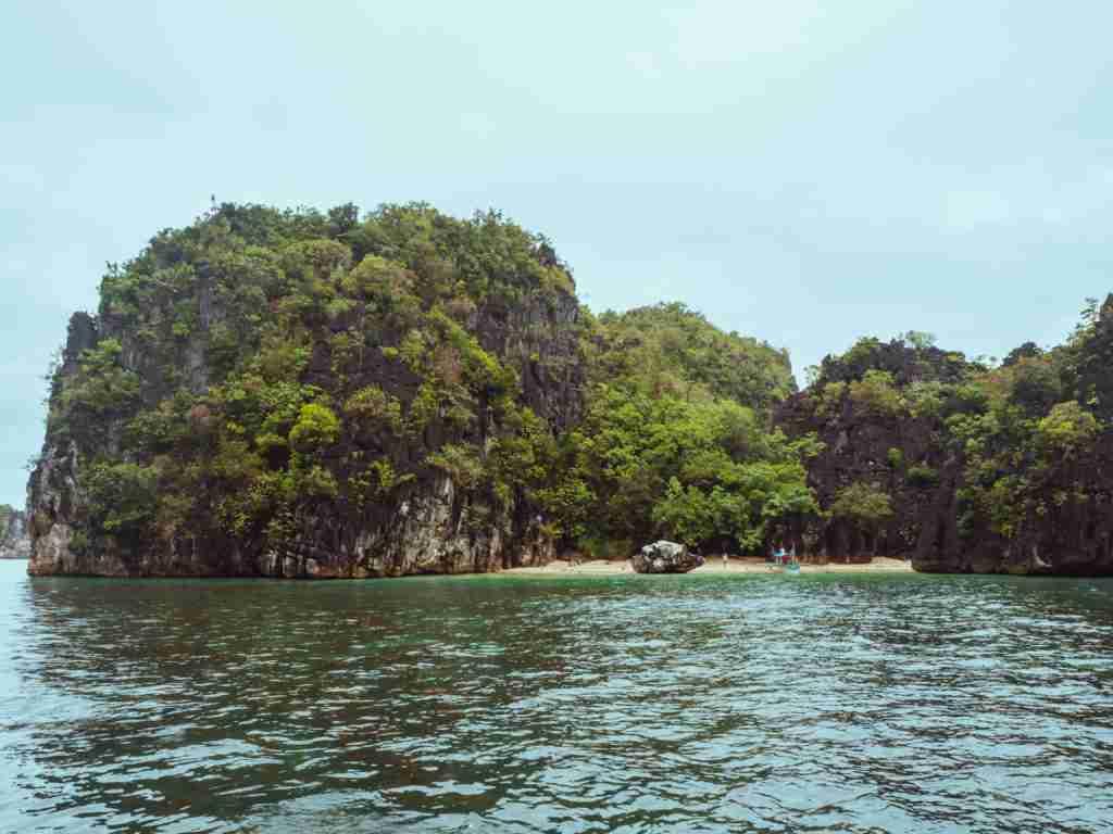 cagbalinad island in caramoan islands