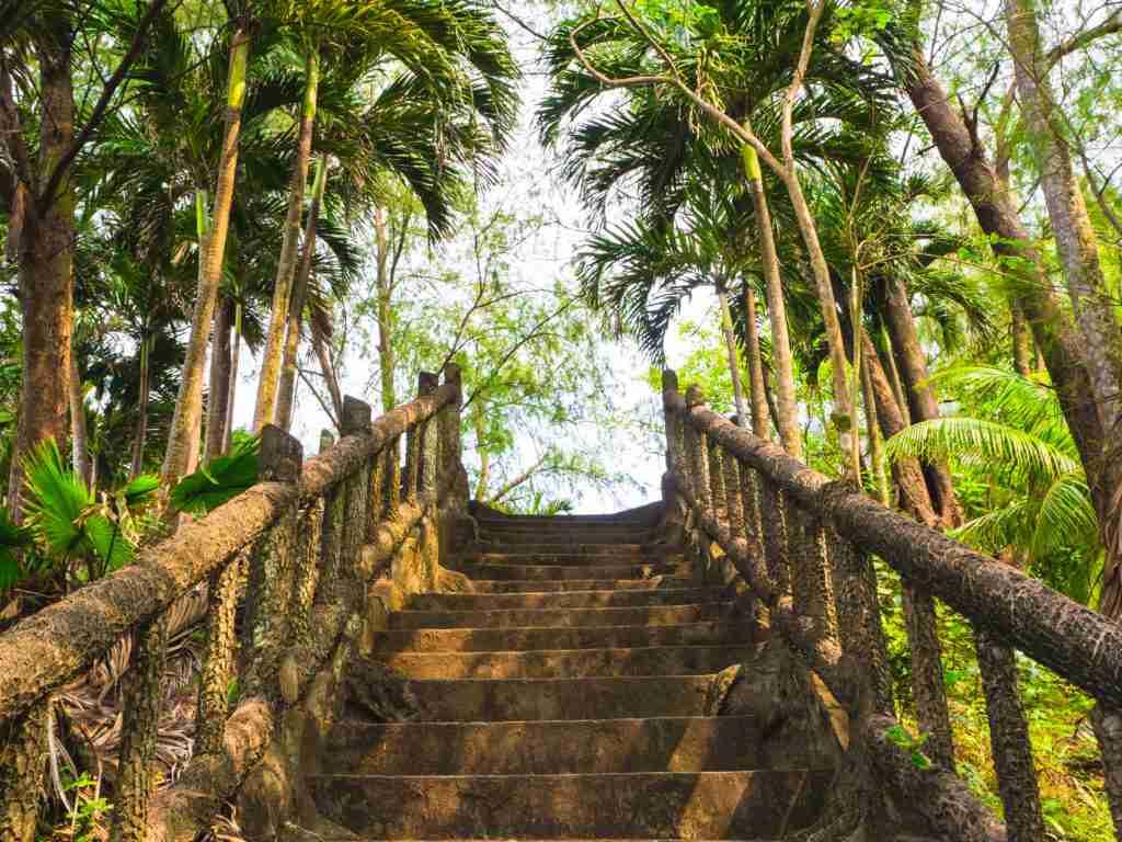 magra beach stairs