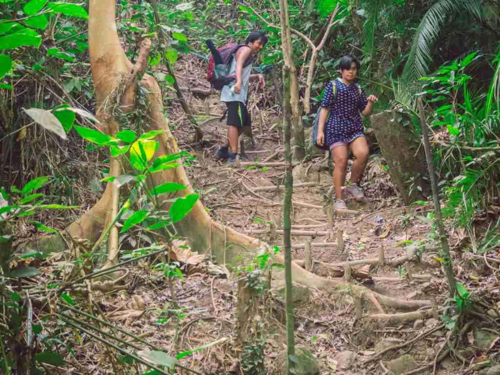 trekking down to white beach in dingalan