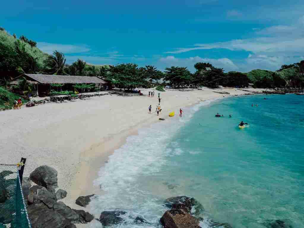 Sambawan island white beach area