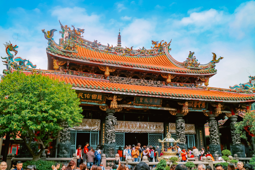 6 days Taiwan travel guide and itinerary in Longshan temple
