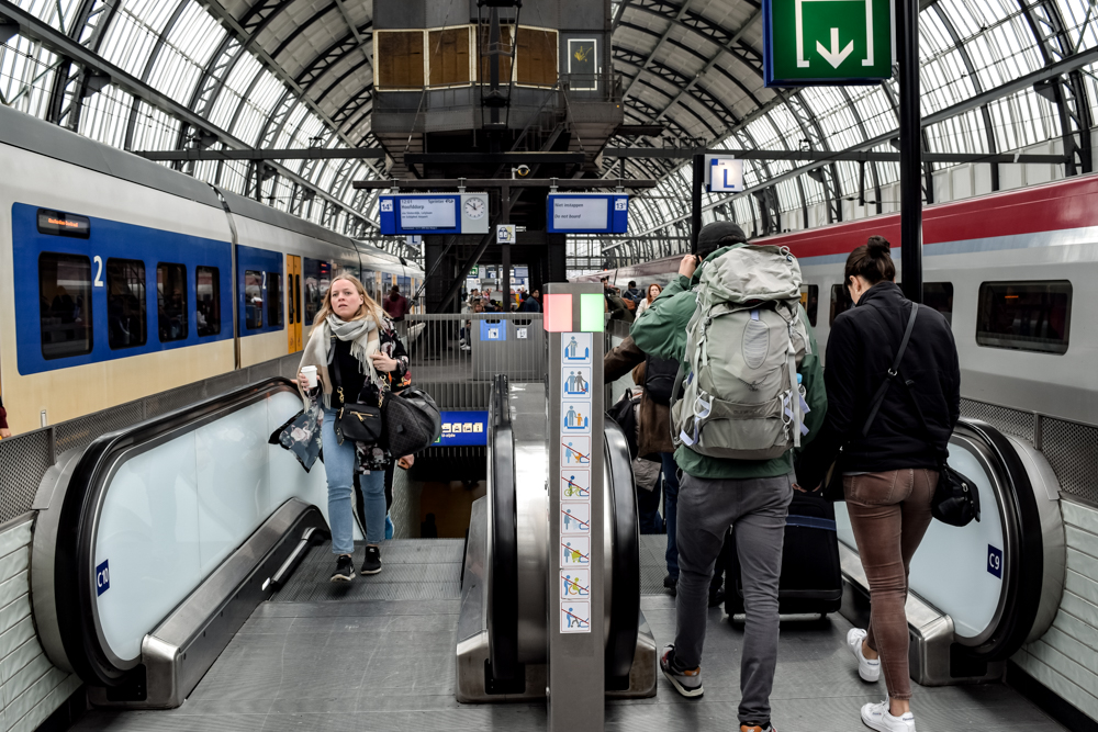 amsterdam in a day, how to commute from schiphol to amsterdam central