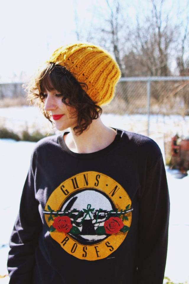 hannah rupp the outfit repeater winter outfit vintage guns n roses sweatshirt hannah rupp the outfit repeater winter outfit vintage guns n roses sweatshirt shorts with tights