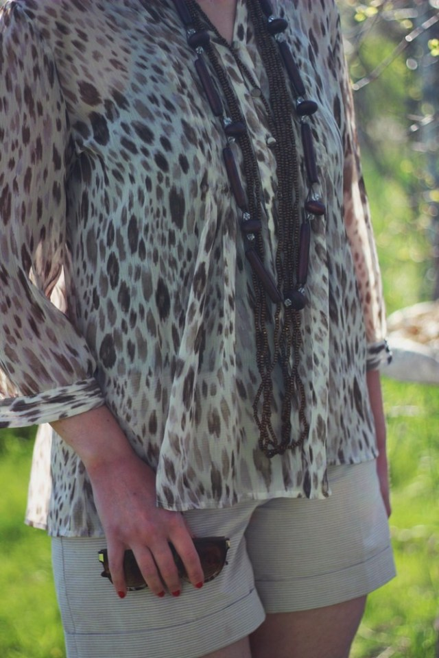 hannah rupp the outfit repeater boho style flowy blouse earth tones good vibes