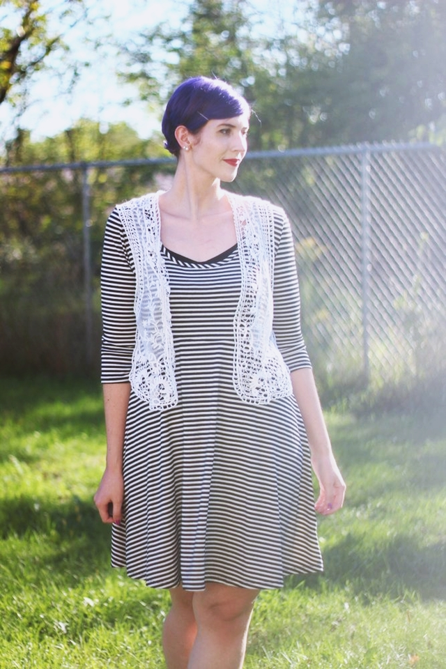 striped-dress-casual-autumn-outfit-03