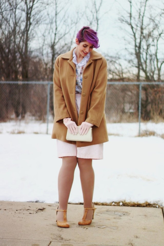 1950s-inspired-outfit-gloves-coat-purple-hair-08