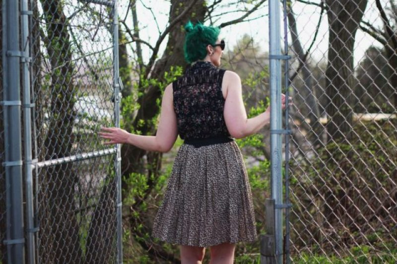 Anti-spring outfit: floral sleeveless button up, leopard print skirt, round sunglasses, green hair