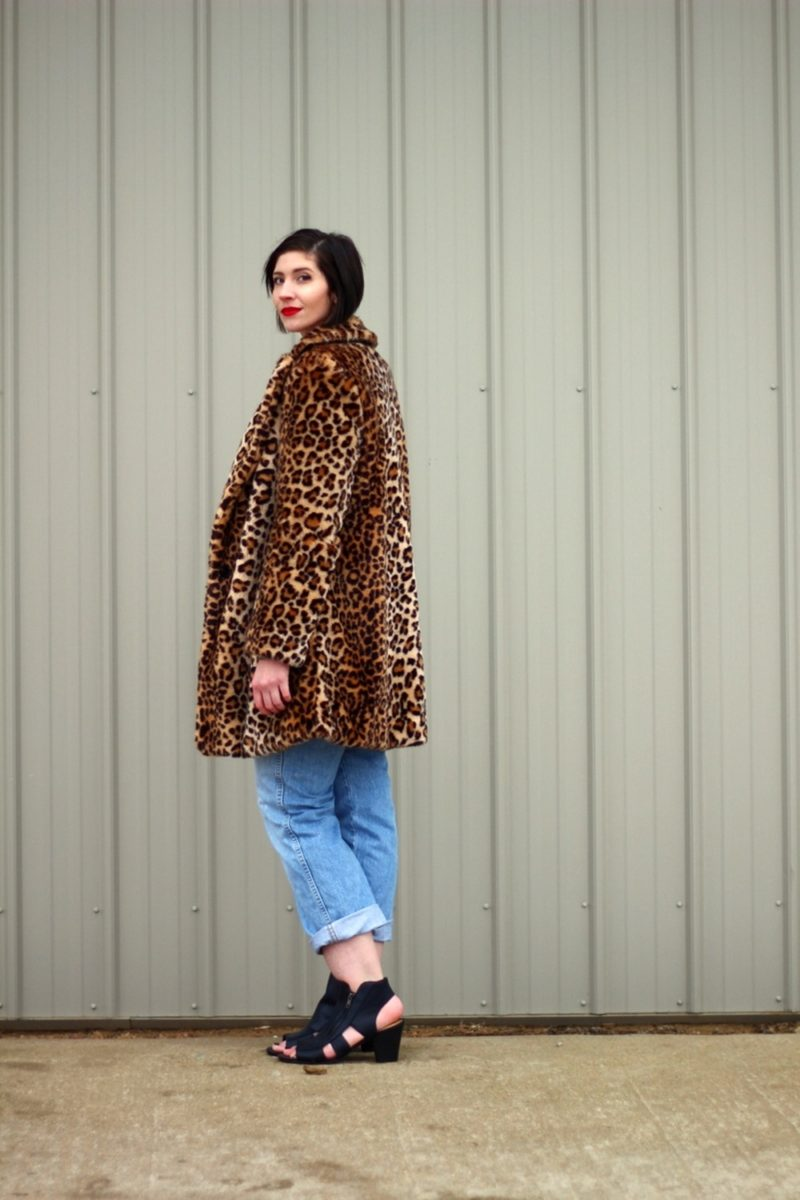 wearing a sweater winter cool girl the outfit repeater hannah rupp boyfriend jeans leopard print coat