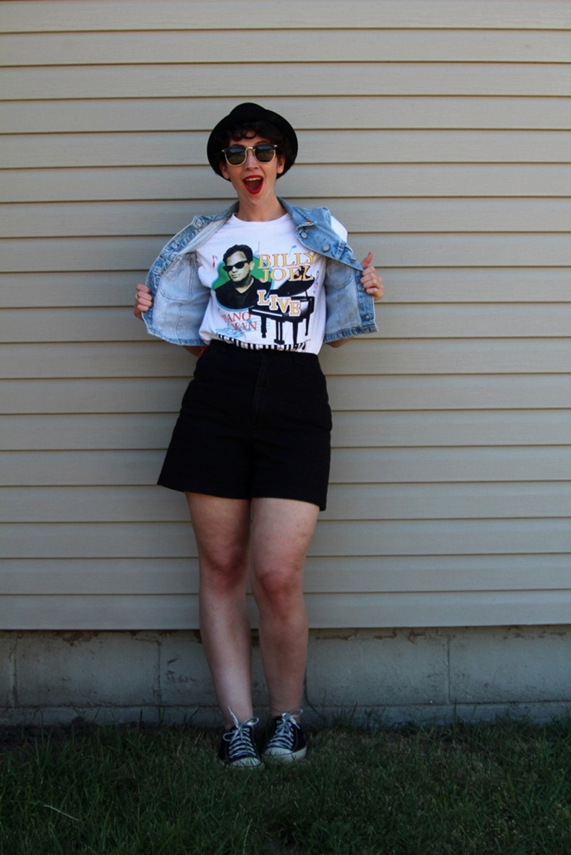 the outfit repeater hannah rupp billy joel concert green bay wisconsin lambeau field t-shirt, shoes, asos pork pie hat, sunglasses, red lipstick colourpop bossy, converse sneakers tennis shoes