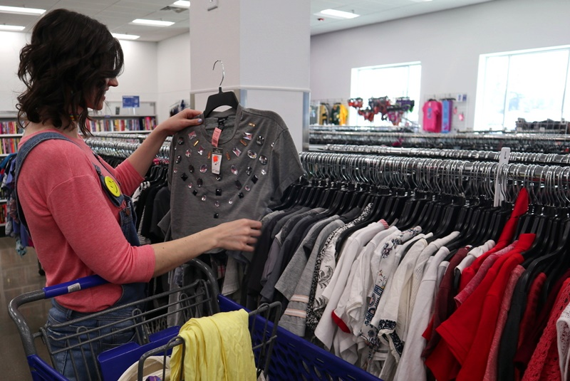 personal stylist hannah rupp the outfit repeater thrifting goodwill thrift store madison, wisconsin secondhand clothes