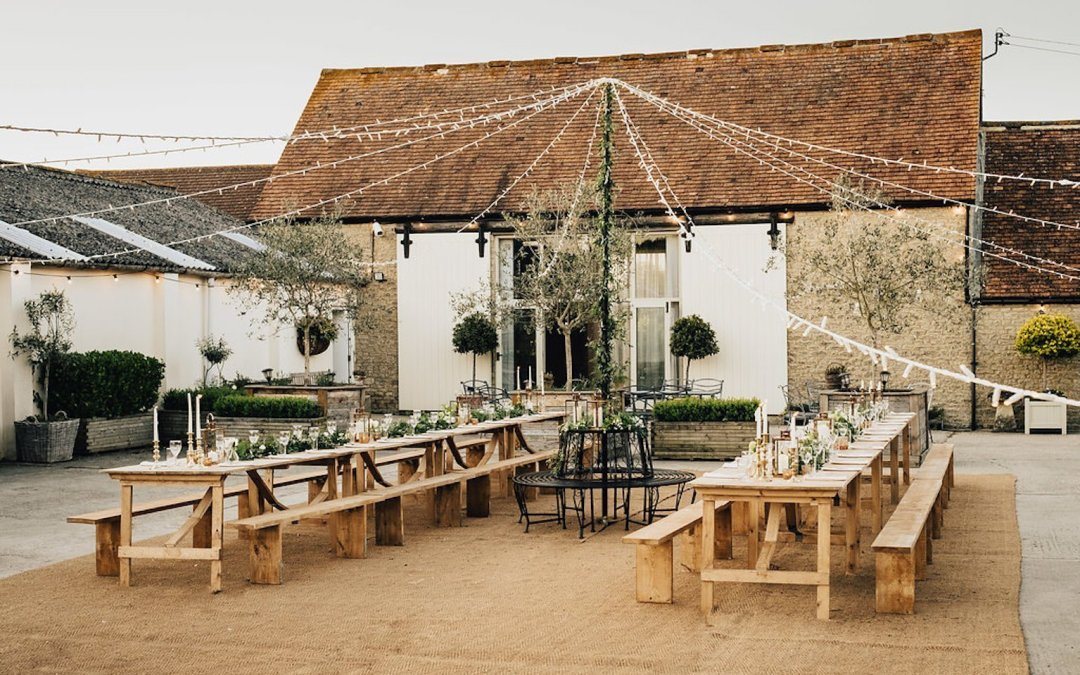 A visit to Stratton Court Barn, Oxfordshire Wedding Venue