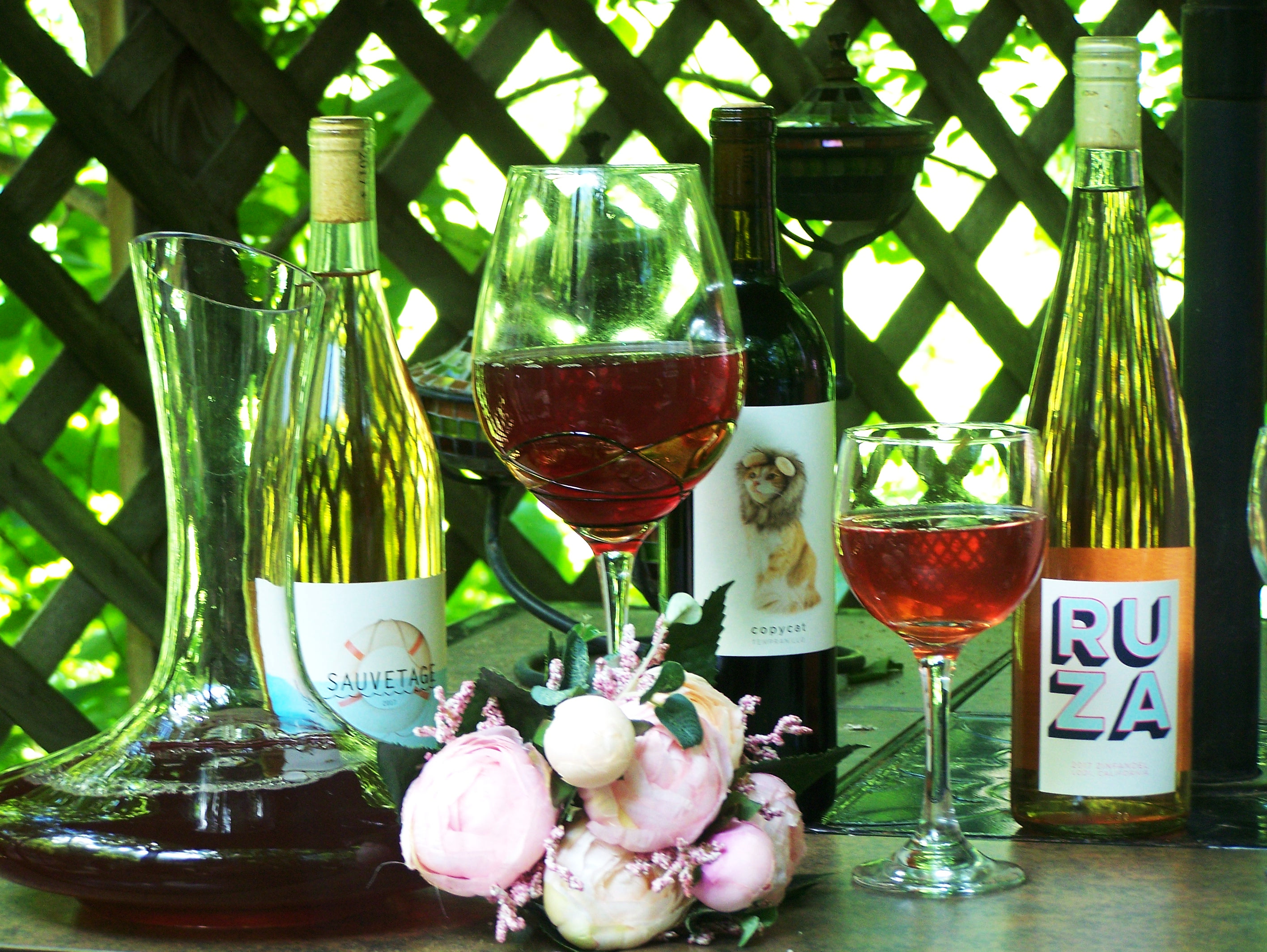 WINC wines exploring wines wine service box subscription unboxing food foodie drink drinks alcohol french california unusual white red rose copycat ruza sauvetageville base rosa obscura pr friendly food and wine blog blogger brand ambassador glasses table setting flowers glass decanter