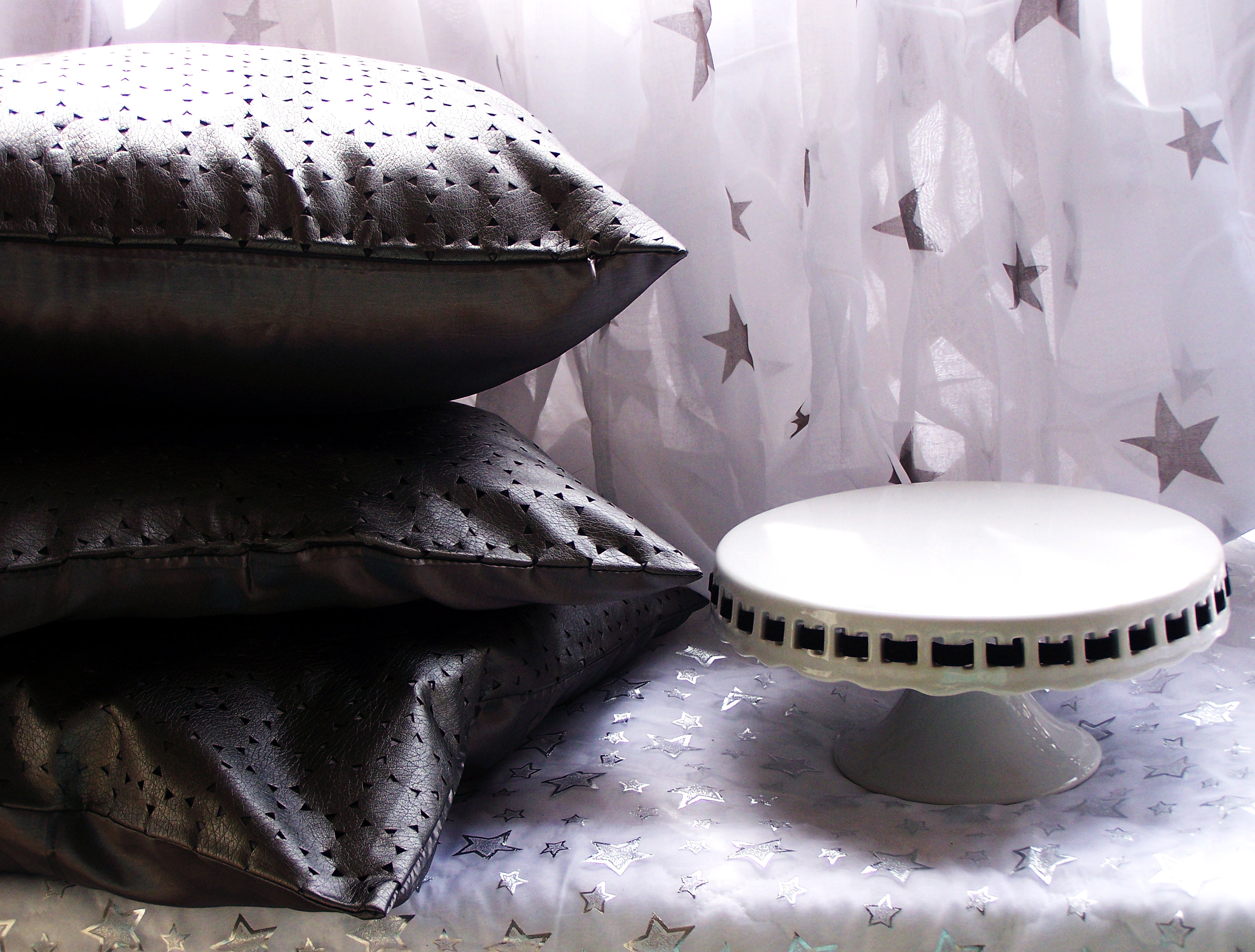 star stars silver white home decor pillows overs pillow curtains table cloth cover metallic pretty blog pr friendly displaay pewter deorating window dressing table tabletop