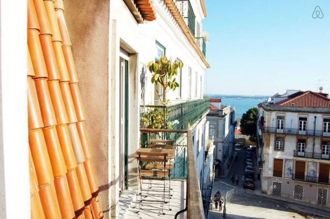 Live Near Castle - Lisbon