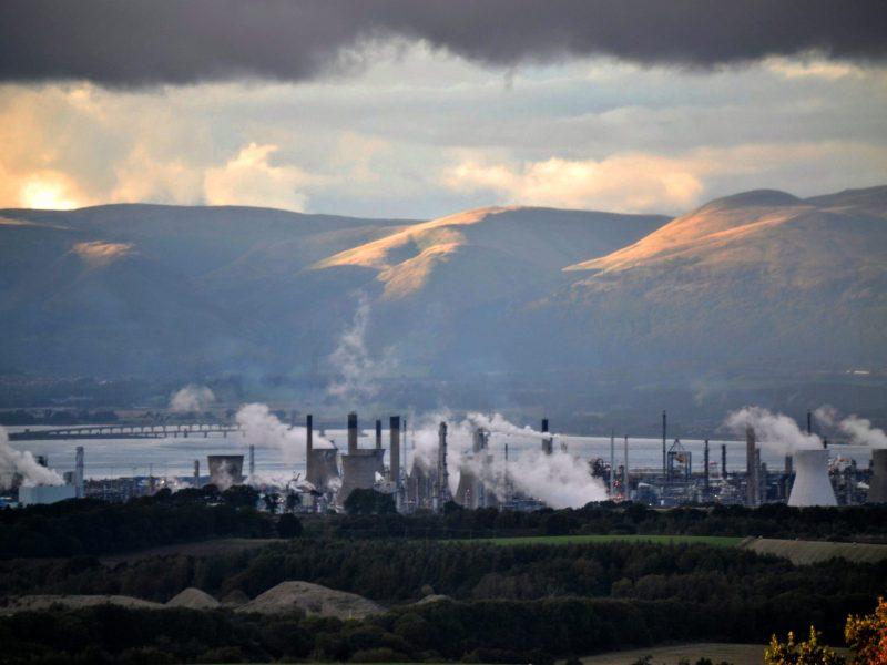 Grangemouth oil refinery in Scotland, source: Wikimedia Commons