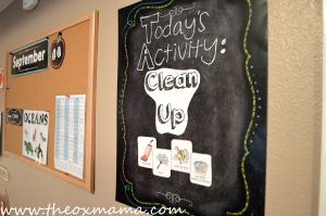 Homeschool Schedule - Theme Videos + Theme Snack + Clean up. This weekly tot school schedule will keep you structured and focused on that weeks theme | theoxmama.com