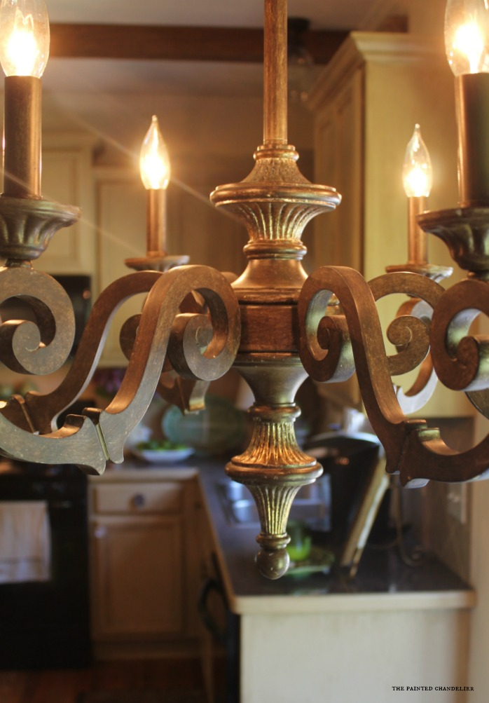closeup-chandelier-over-kitchen-table