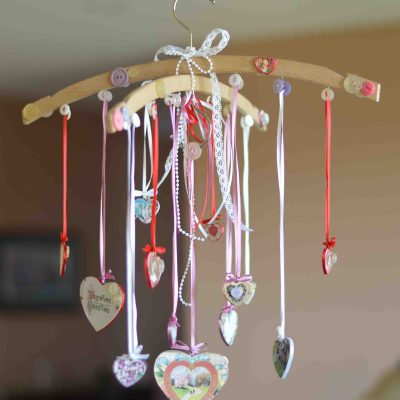 Shabby Chic Valentine's Day Mobile Tutorial