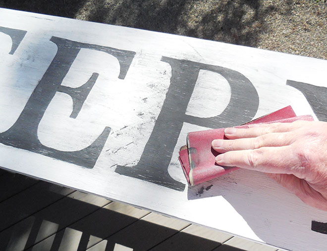 DIY Painted Wood Signs Without Using Stencils