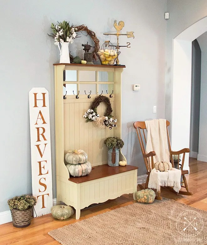 How To Style A Farmhouse Entryway Bench For Fall