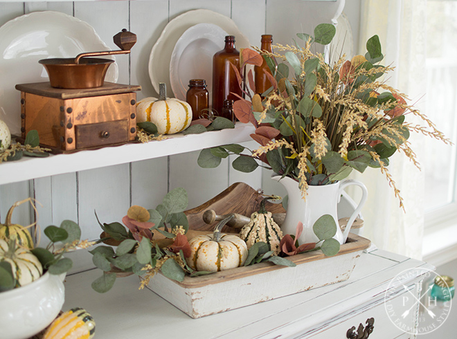 Farmhouse Fall Vignette Ideas & Inspiration