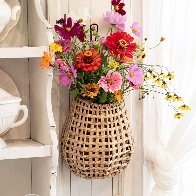 How to Use Real Flowers in Hanging Baskets