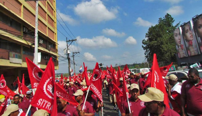 Striking Coca-Cola workers march and with their partners from the beer industry union showed remarkable unity. But SABMiller never responded to the unions' proposals nor submitted any of their own. The South African based multinational's only position was to object to dealing with two unions representing of the company's workers in Panama in one contract. The unions has public support, but neither that nor the strike funds they had were enough to pay their members' rent and electric bills throughout a  prolonged struggle.  Photo from the SITRAFCOREBGASCELIS Facebook page