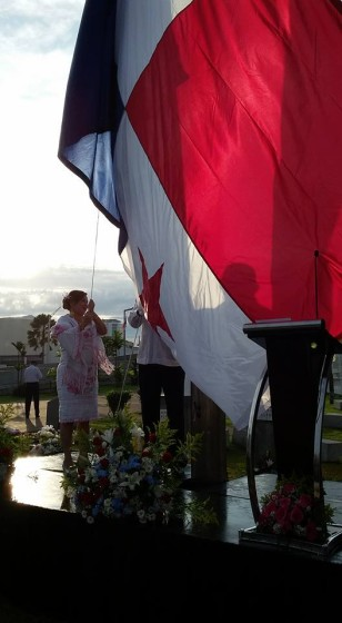 Raising the flag in Colon. Photo by the Alcaldia de Colon.