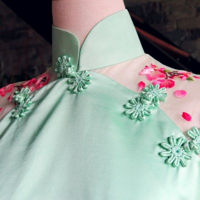The qipao (cheongsam) front: variations of a qipao's chest opening (大襟)