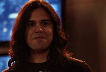 The Flash: Carlos Valdes, Tom Cavanagh Leaving After Season 7
