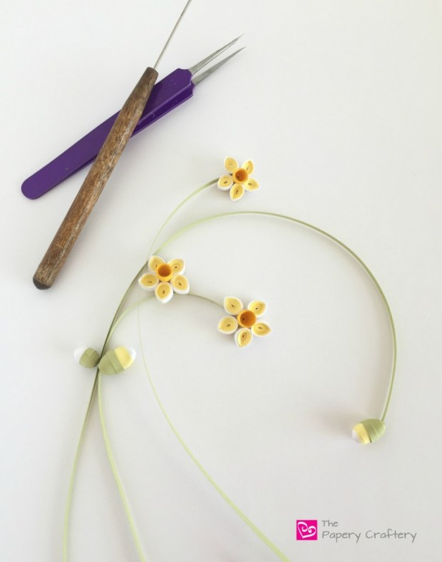 How to make simple quilling paper flowers - daffodils and flower buds, Quilling Paper Daffodil Flowers with Stems
