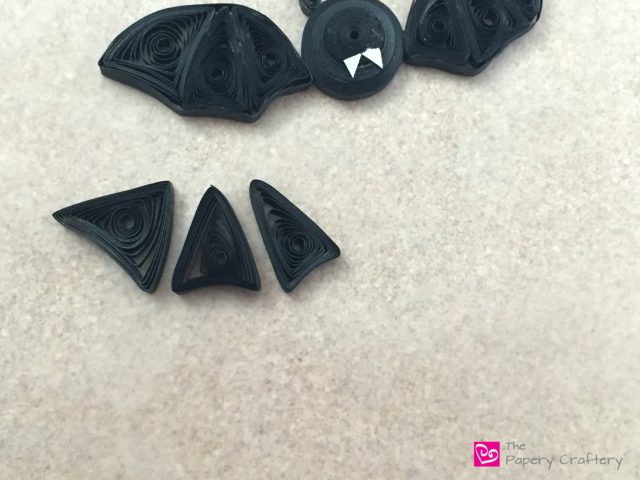 How to Make Simple Quilling Paper Bats - Cute and quirky bats for a not-so-spooky Halloween! -- www.thepaperycraftery.com