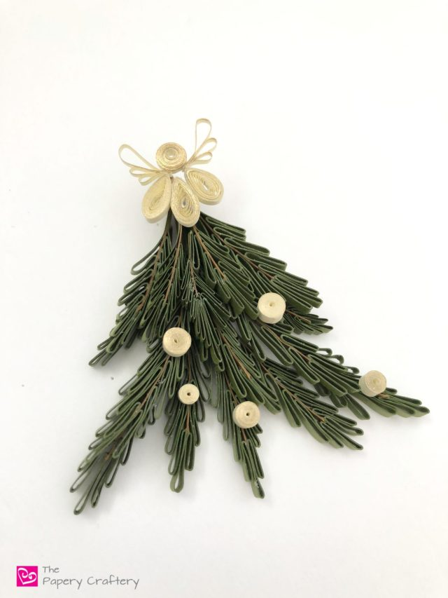 Mini Quilling Paper Evergreen Trees - The perfect addition to any quilled Christmas crafts! || www.ThePaperyCraftery.com