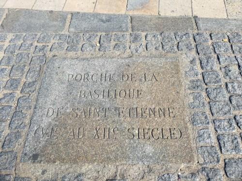 Cathédrale Saint-Etienne - emplacement sur le parvis de Notre-Dame de Paris