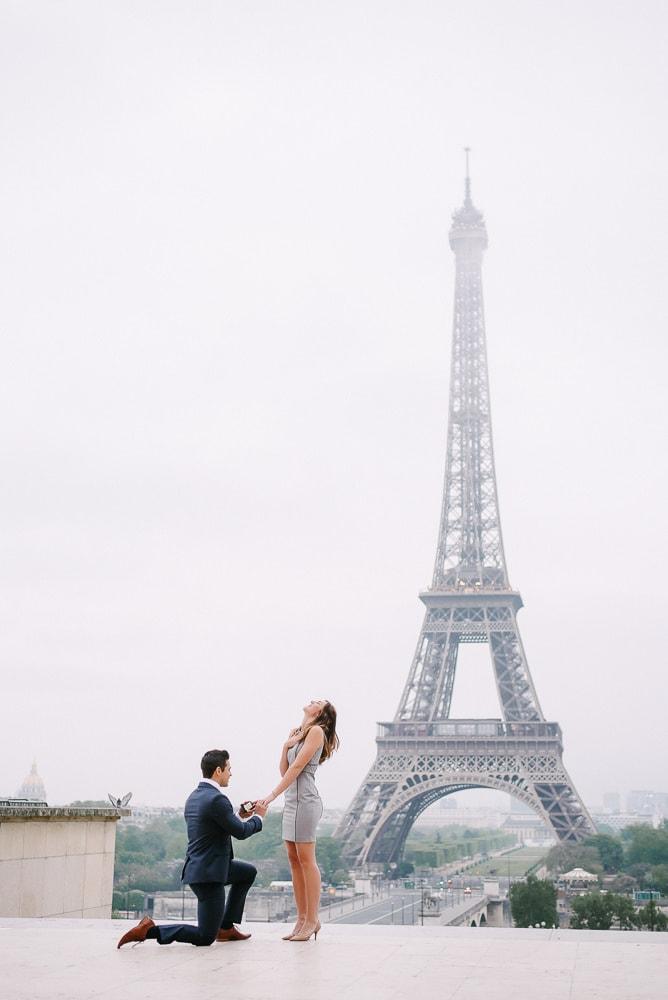 Paris proposal photographer - Real life surprise proposal at the Eiffel Tower